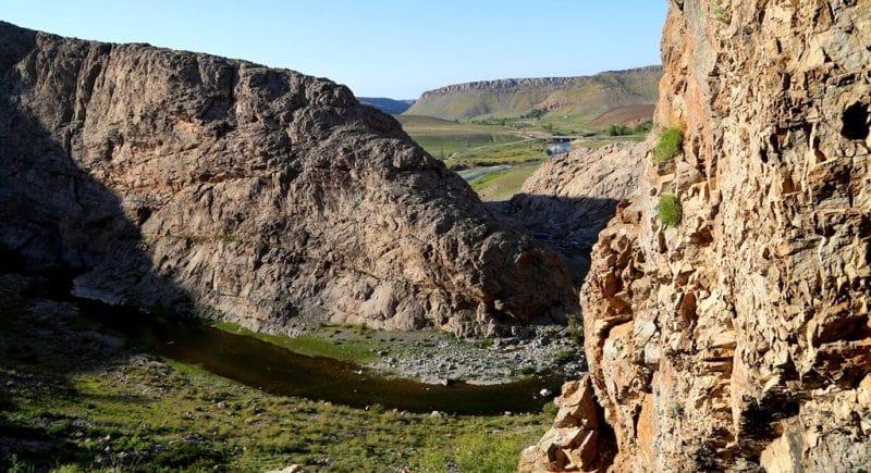 Вид из пещеру Актогай.