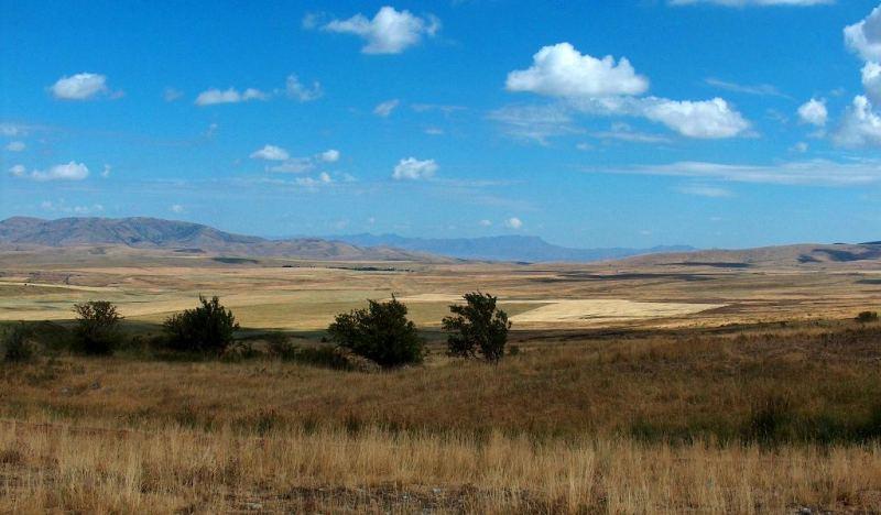 Межгорная долина в окрестностях поселка Жабаглы.