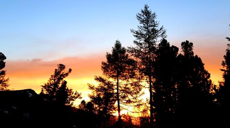 Sunset in the vicinity of Lake Kedrovoye.