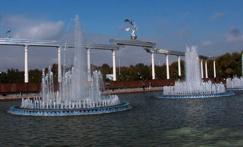 Tashkent. An arch on area Mustakilik.