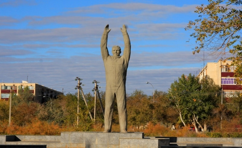 Monument to Yury Gagarin in the city of Baikonur. Photos by Alexander Petrov.