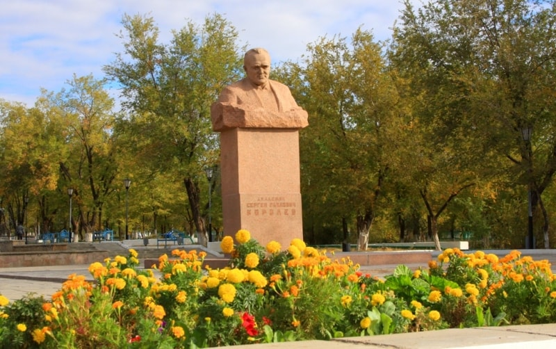 Monument to Sergey Pavlovich Korolev in the city of Baikonur. Photos by Alexander Petrov.