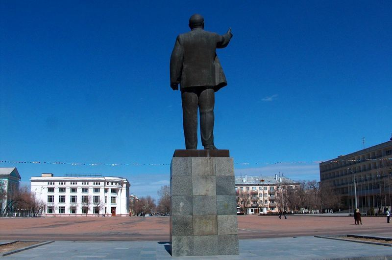 Monument to V. I. Lenin on the city square. Photos by Alexander Petrov.