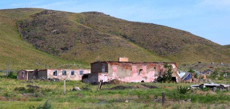 Destroyed buildings in the village of Deegelen.