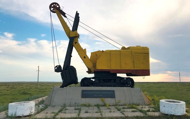 """Monument to the excavator """"Founders of Karazhyr""""."""