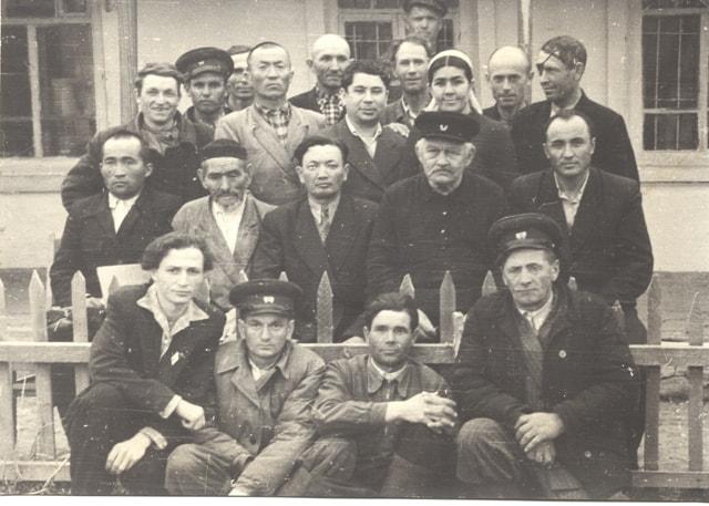 Коллектив заповедника с первым директором заповедника Тризна Борисом Петровичем.