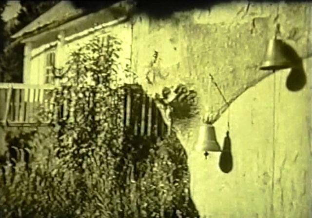 Рында на стене столовой в альплагере Талгар. 1978 год.