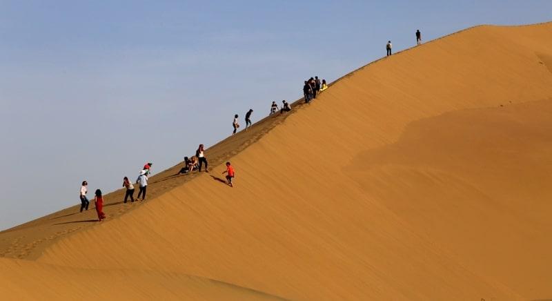 Песчаная гора Аккум-Калкан и окрестности.