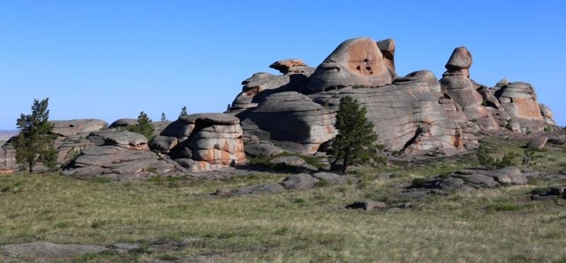 Саймантас скала в парке Баянаул.