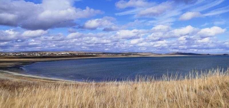 Озеро  Малое Чебачье. Первое озеро, которое встречается  на пути в парке Боровом при заезде со стороны поселка Дорофеевка.