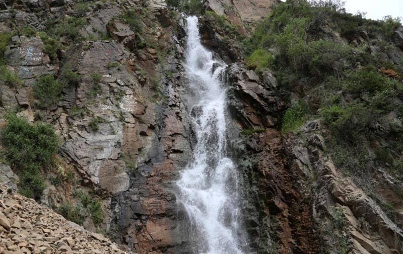 Водопад Медвежий в Тургеньском ущелье.