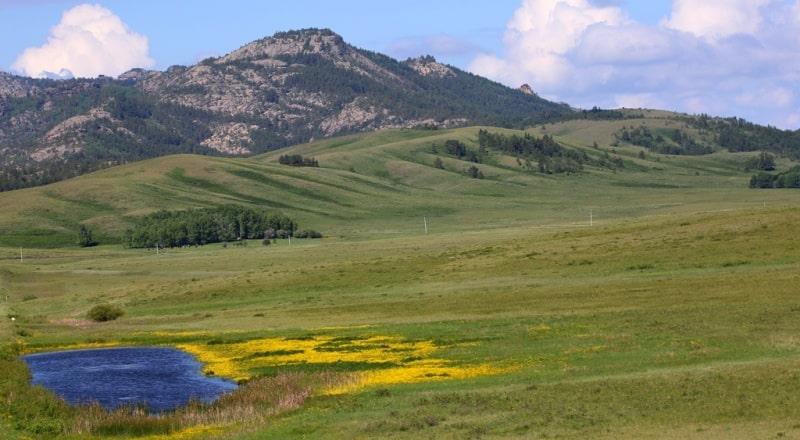 Komsomol peak in Karkaraly park and environs.