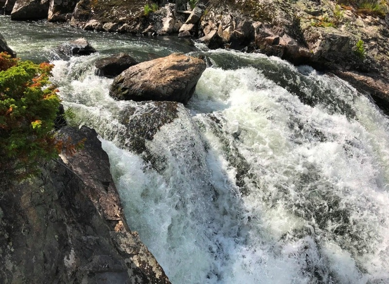 Водопад Арасан и его окрестности.