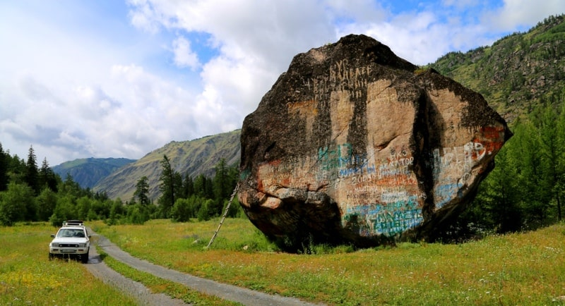 A stone Uy-Tas on Bukhatma river and environs.