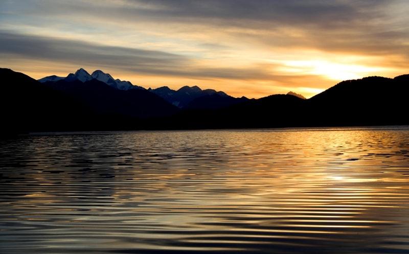 Восход на озере Язевом (Караколь). Катон-Карагайский национальный природный парк.