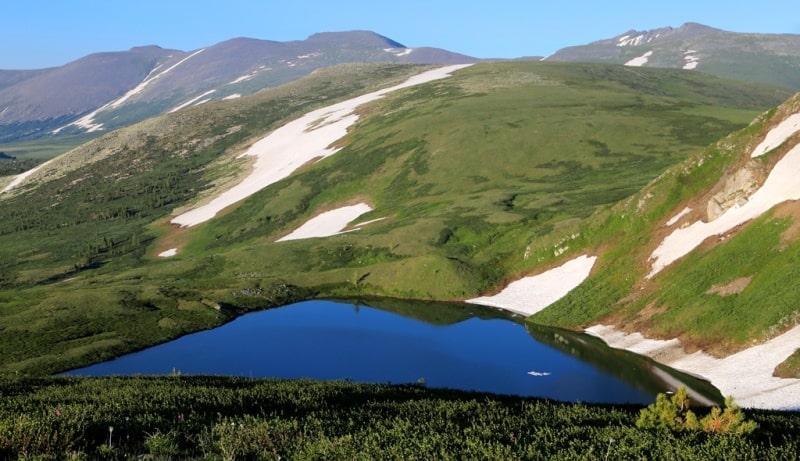 Белоубинское Первое озеро и его окрестности.