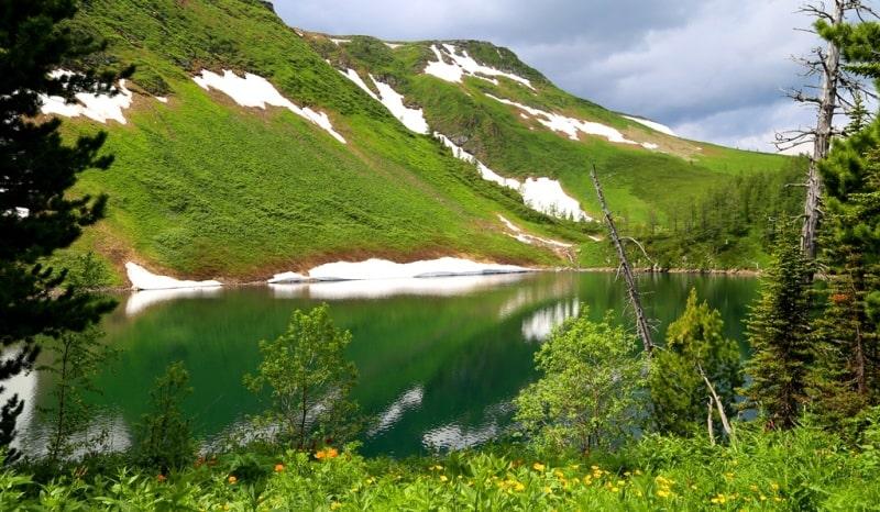 Озеро Щербакова и его окрестности в Западно-Алтайском заповеднике.