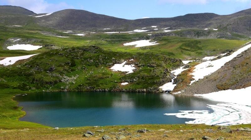 Второе Холзунское озеро и его окрестности.