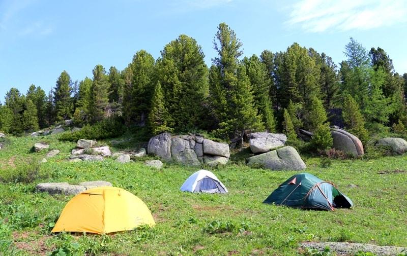 Туристский лагерь в окрестностях Каменной сказки.