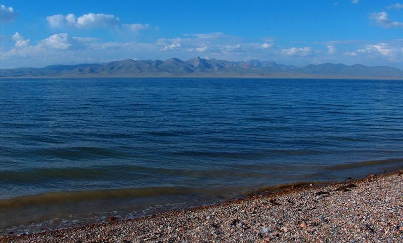 Озеро Сонг-Куль расположено на высоте 3016 метров над уровнем моря.