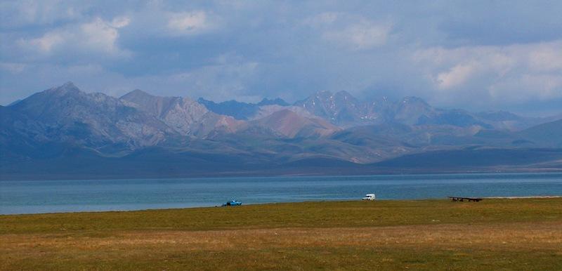 Панорама на озеро Сонг-Куль.