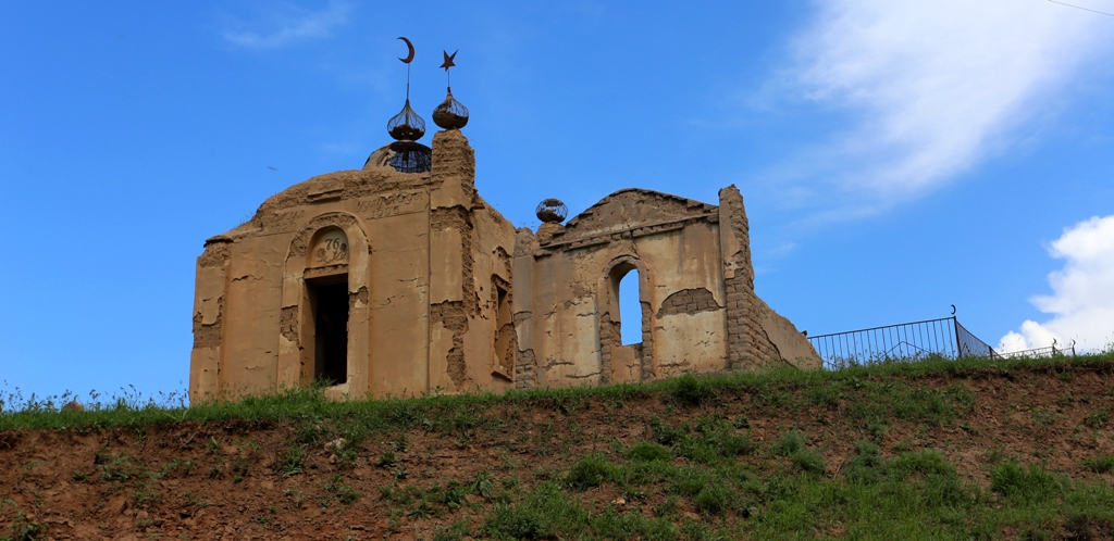 Tomb of the saint in Chon-Kurchak valley.