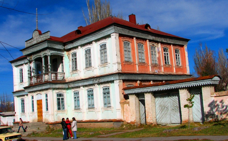 Педагогическое училище города Каракола. Здание конца XIX начала XX века.