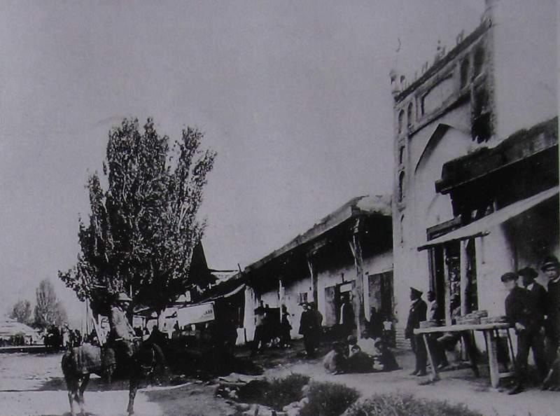 Мечеть на современной улице Горького (фотография начала XIX века, здание не сохранилось).