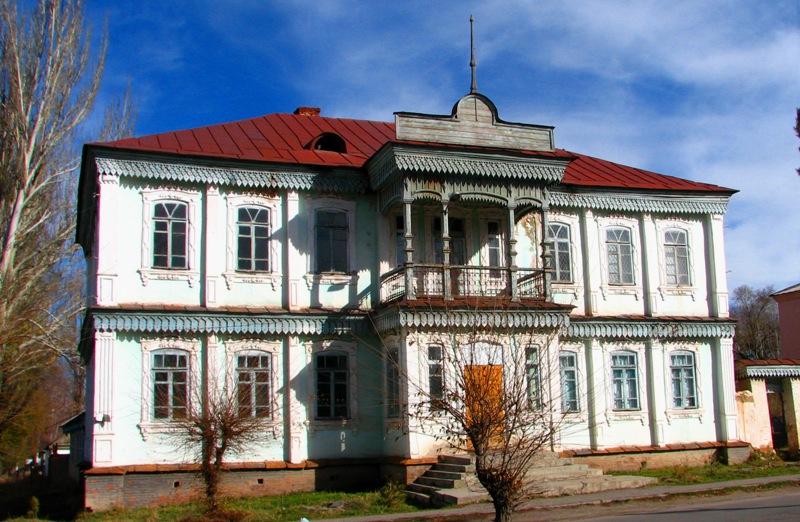 Старинный дом в котором находится педагогическое училище.