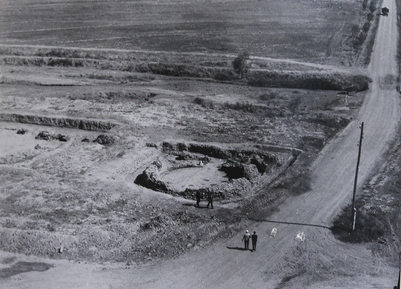 Excavation of the second and third mausoleums. 1972 - 1975.