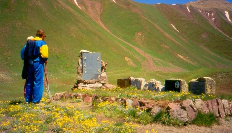Мемориал женской сборной Советского Союза по альпинизму трагически погибшей на склонах пика Ленина в 1974 году.