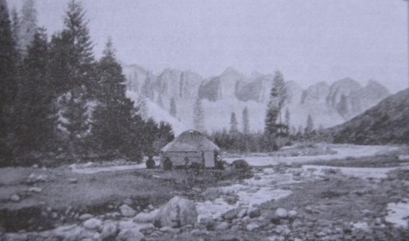 Вид в Семиреченской области. Фотография начала XX века.