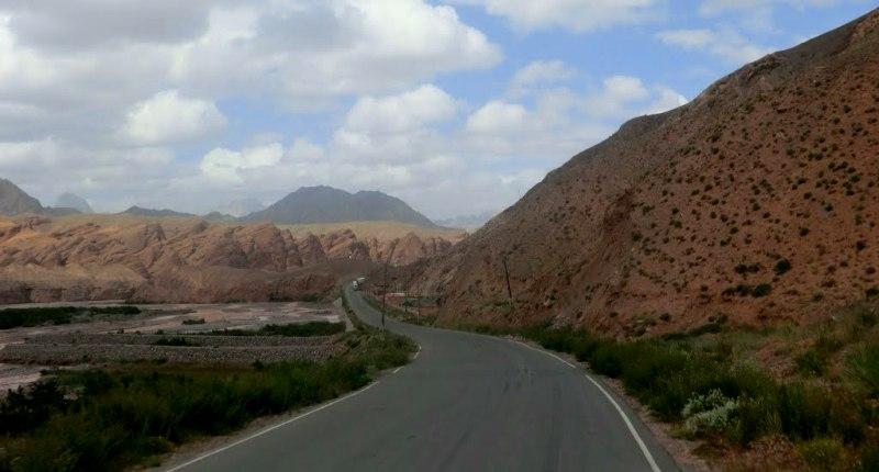 Дорога на кыргызской стороне перевала.