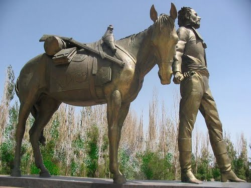 Памятник Семенову Тян-Шанскому недалеко от поселка Балыкчи. Иссык-Кульская область.