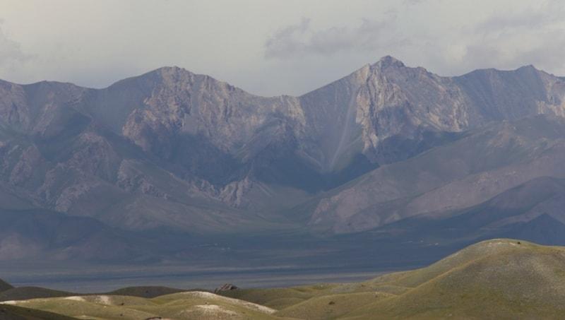 Вид на Алайскую долину из урочища Ачикташ.