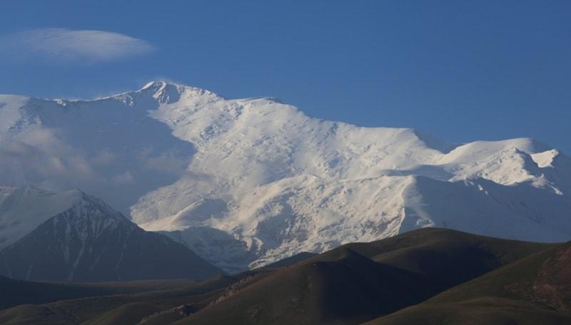 Панорама пика Ленина. 7134 метров над уровнем моря. Заалайский хребет.