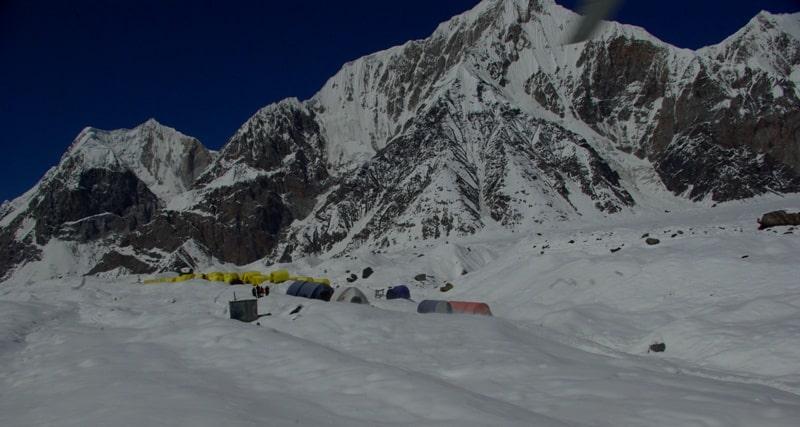 Общий вид на базовый лагерь «Южный Иныльчек».