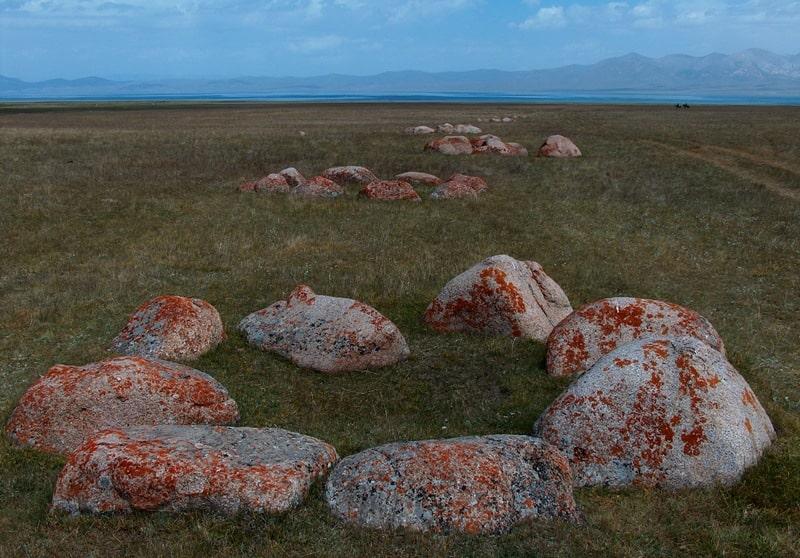 Таш-Тулга. Камни Манаса в окрестностях озера Сонг-Куль.
