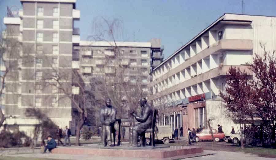 "Street Putovskiy - shop ""1000 trifles"", a sculpture ""M. Gorkiy and Sadriddin Aini""."