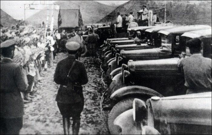 Машины в Хороге. 1932 год.