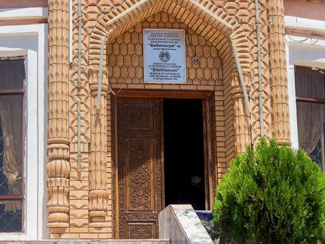 Главный вход в музей Бибихонум.