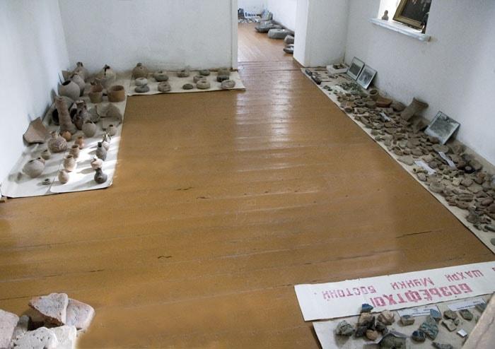 Археологические материалы в экспозиции музея.
