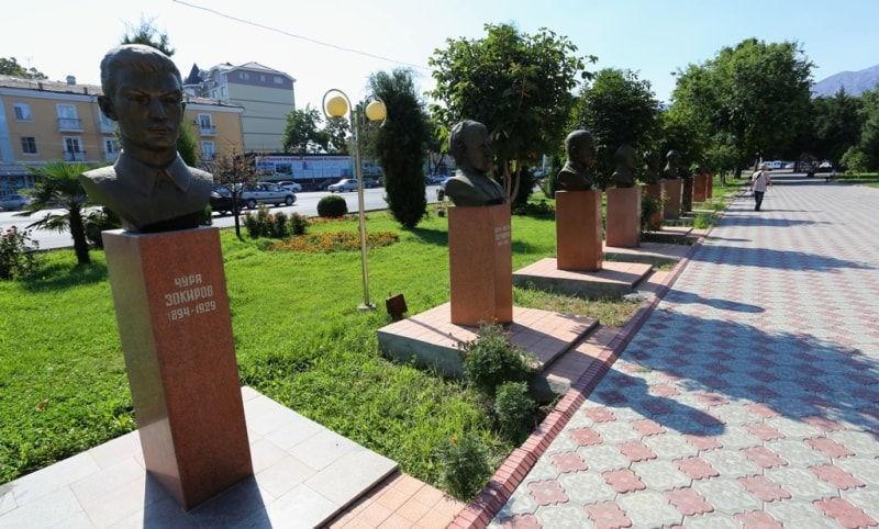 Avenue of heroes and glories in Khudjand.