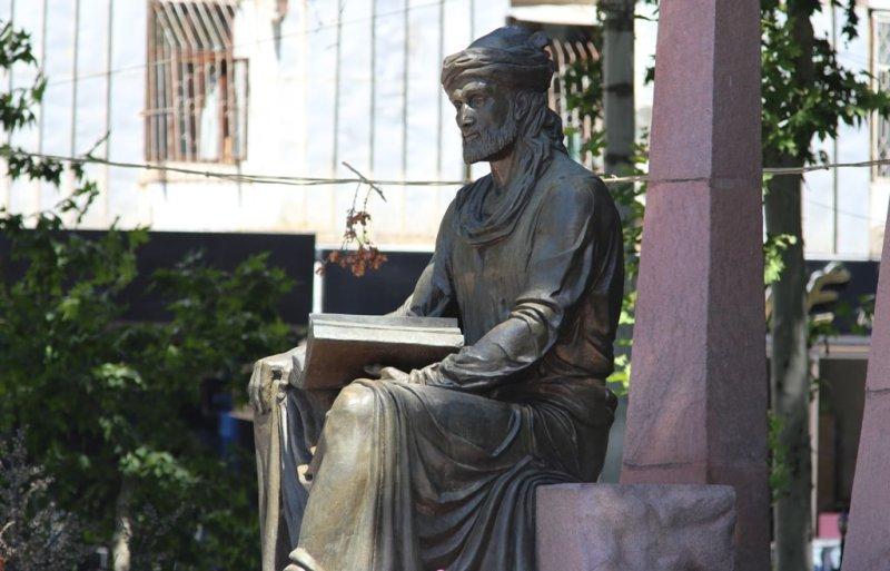 Monument Kamol Khudjandi.
