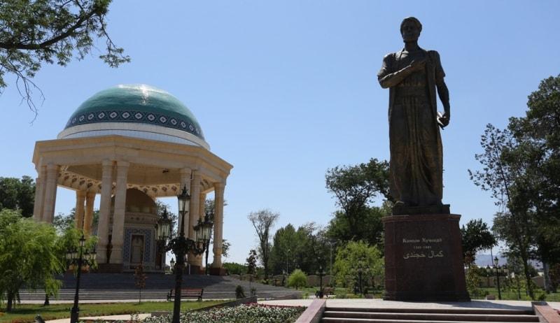 Monument Khudjandi in town park.