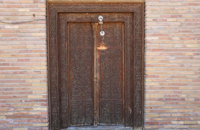 Entrance door in mausoleum Sheikh Muslekhiddina.