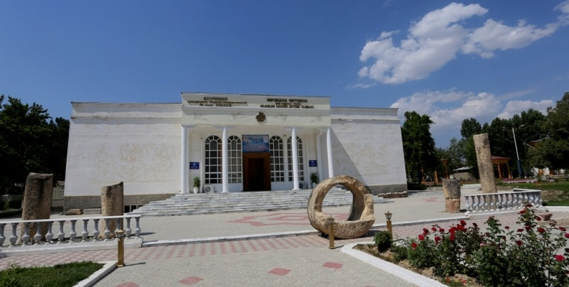 Building of a museum in Пенджикенте.