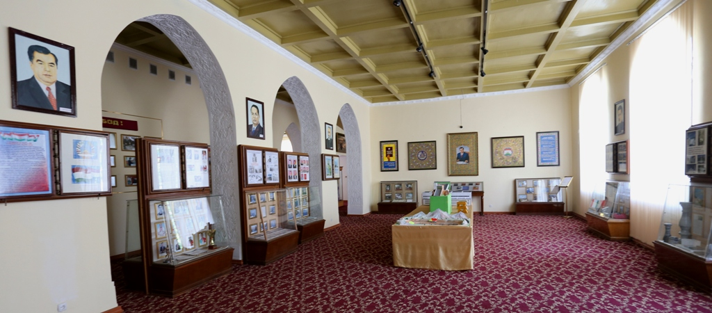 Hall of the modern period of a museum.