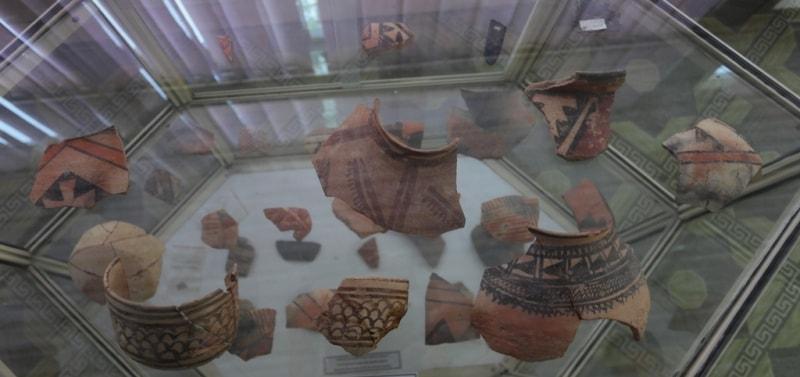 Артефакты в музее.