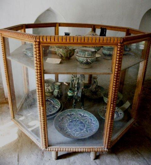 Произведения современного мастера-керамиста из Канибадама Бобло Мавлонова.